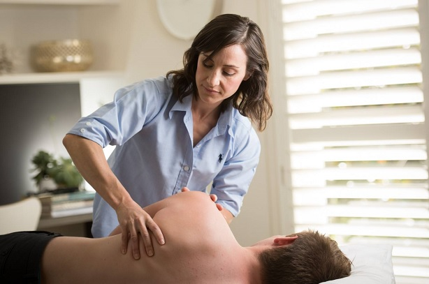 Darling Corner Osteopathy - Cathy Fonti Working Picture